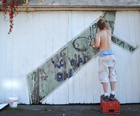 Walk preparing graffiti piece